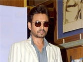 Irrfan, Nawazuddin share cold vibes on stage?
