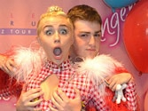 Miley Cyrus lets fan grope and french kiss her for $900