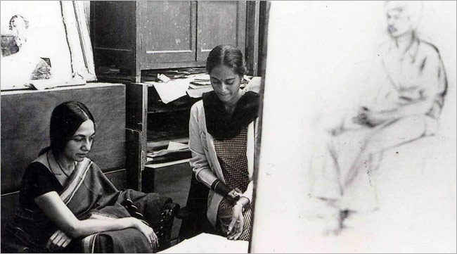 Nasreen Mohamedi (left) in a photograph from the Sikander and Hydari collection