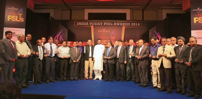 India Today Group Vice-chairman and Editor-in-Chief Shekhar Gupta & Union minister Ram Vilas Paswan with the winners of the maiden India Today PSUs Awards at Hotel Grand in New Delhi on Thursday. The awards were given out in four segments - Maharatna,