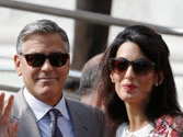 Newly-wed George Clooney, bride make appearance in Venice
