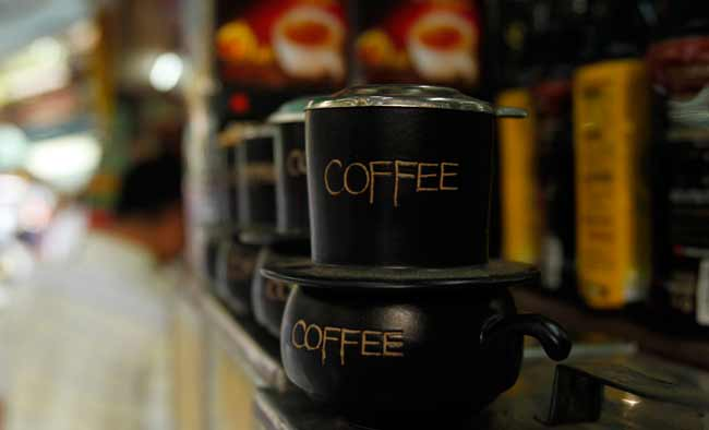Coffee products are displayed at a shop (Photo: Reuters)