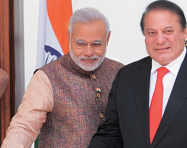 Narendra Modi (left) and Nawaz Sharif