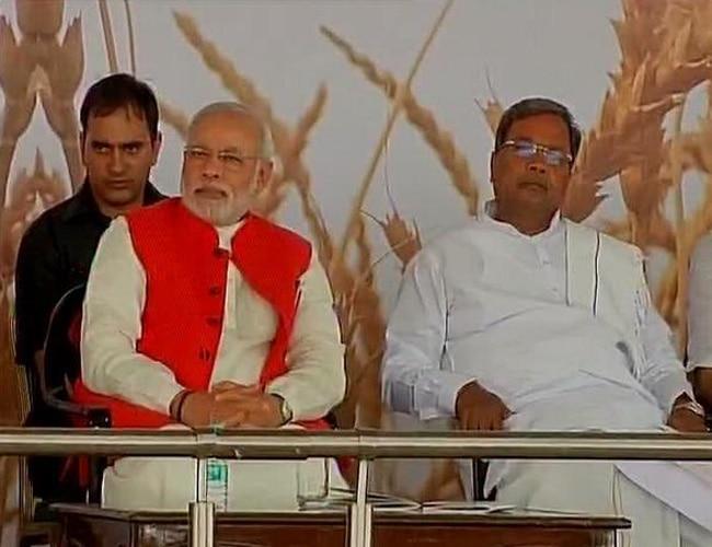 Prime Minister Narendra Modi with Karnataka CM Siddaramaiah.