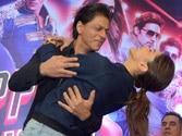 Shah Rukh suffers knee injury during Happy New Year tour