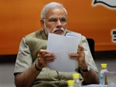 Modi to expand Cabinet on Sunday, Parrikar and Naqvi frontrunners