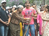 Swachh Bharat: PM Modi lauds Vivek Oberoi for sweeping streets