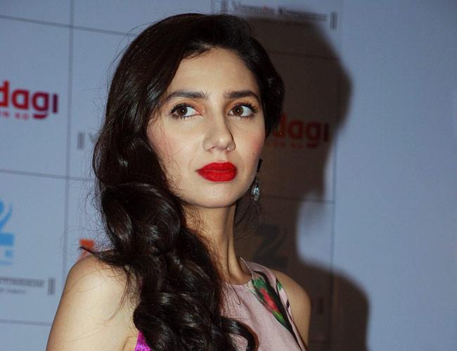 Pakistani Beauty Mahira Khan To Star Opposite Srk In Raees Movies News