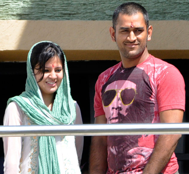 Image result for mahendra singh dhoni wife pic