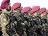 Agra paratroopers land in Nepal for rescue effort