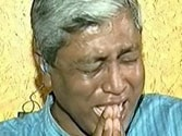 AAP's Ashutosh breaks down on live TV, Gajendra's family not moved