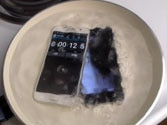 iPhone 6 vs Samsung Galaxy S6 in a boiling water test