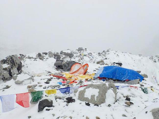Nepal earthquake triggers Everest avalanche