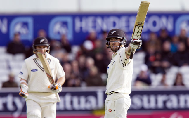 Eng vs NZ: Luke Ronchi stars on debut, Kiwis fight back - Sports News
