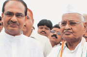 Vyapam scam: Going gets tougher for MP Governor, CM after SC transfers probe to CBI