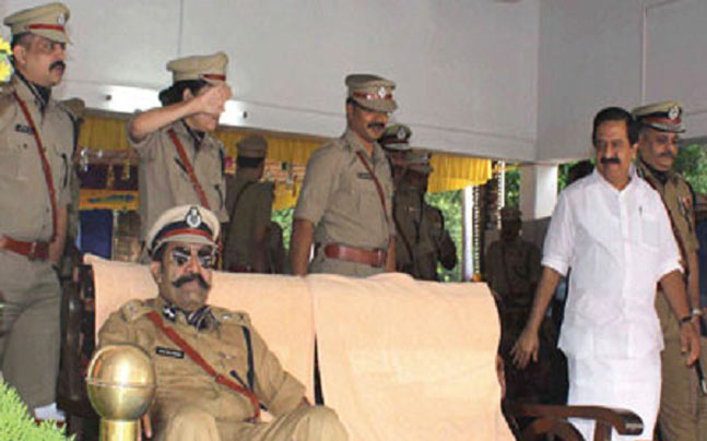 Showcause notice to Kerala IPS officer for not saluting
