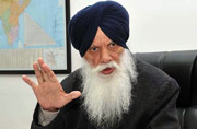 Sikhs in New York hurl shoes at delegation led by Punjab minister