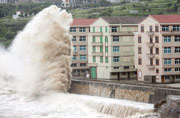 Typhoon Chan-Hom weakens after striking Chinese coast