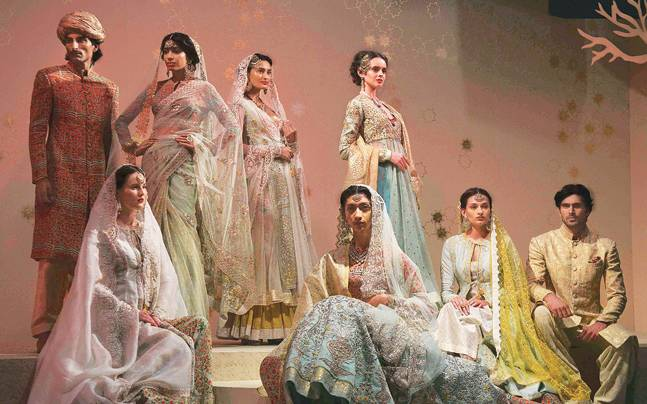 Day 3 Of Amazon India Couture Week Presented Palettes Of Persia Lifestyle News