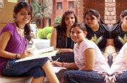 Teenage girls who compulsively text lags behind in academics