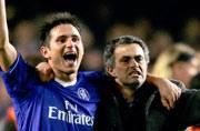Ex-midfielder Frank Lampard defends Chelsea coach Jose Mourinho