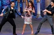 Akshay Kumar and Nimrat Kaur promote Airlift on stand-up roast show Comedy Nights Bachao