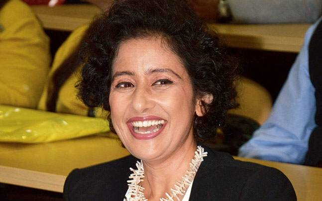 Manisha Koirala at the health and wellness festival in Patna.