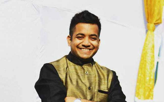 Youngest IAS Officer quits job to train aspirants for free