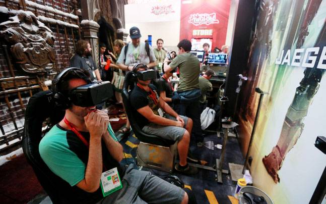 Oculus prices Rift virtual reality headset at $599