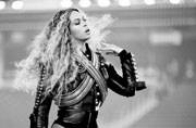 Watch: Did Beyonce fall during her Super Bowl performance or was that an illusion?