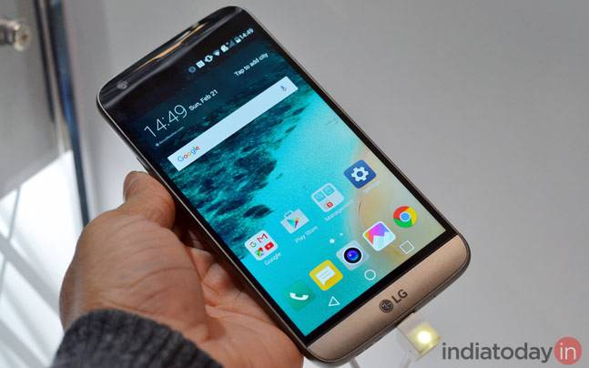 LG G5 quick review: Something different, something playful