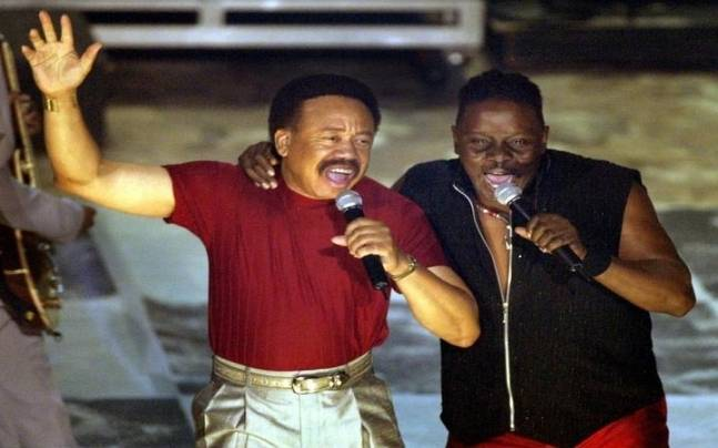 Maurice White (L)