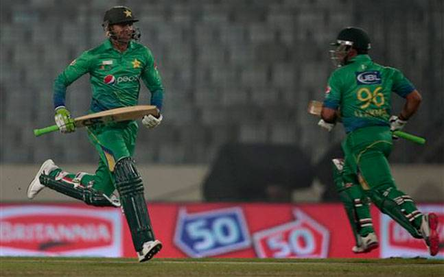 Shoiab Malik and Umar Akmal put on 114 runs for the fourth wicket. (AP photo)
