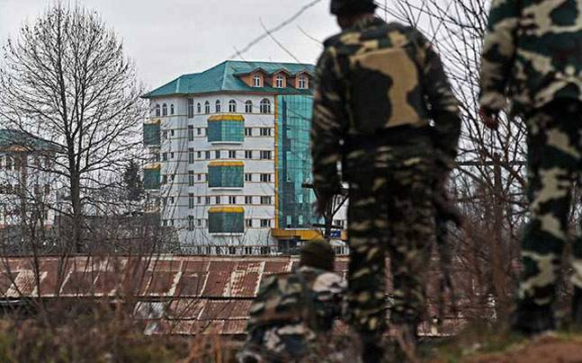 Militants attack CRPF convoy in Kashmir