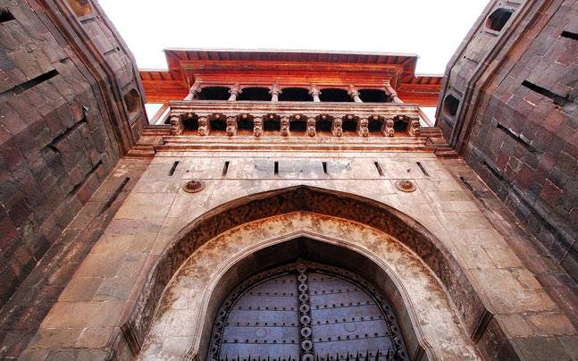 The famous gate of Shaniwarwada Fort, Pune. Picture courtesy: Wikimedia/Ashok Bagade/Creative Commons