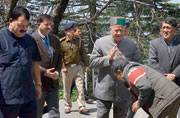 Himachal Pradesh CM meets Sonia Gandhi to avoid Uttarakhand fate