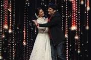 See pics: Kapil Sharma flirts with Sonali Bendre, sings a song for her