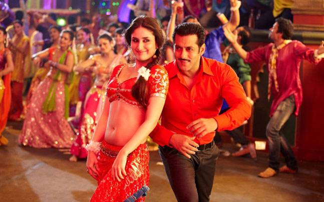 Kareena Kapoor Khan and Salman Khan in a still from Dabangg 2