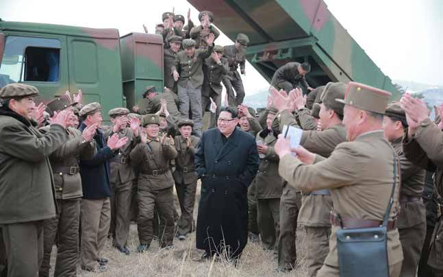 North Korean leader Kim Jong Un (centre)