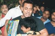 Salman Khan turns Santa Claus for slum kids