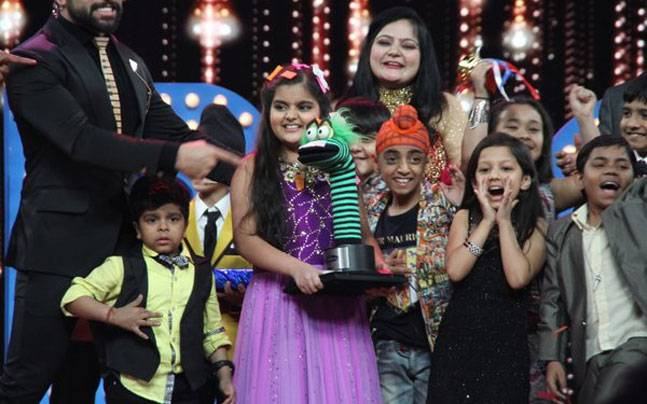 Swasti Nitya with 'Acting Ka Keeda' trophy. Picture courtesy: Zee TV