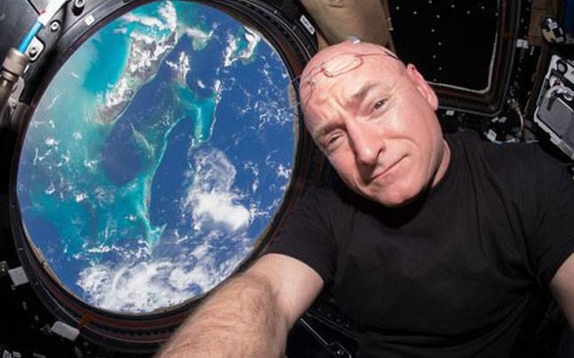 Scott Kelly returns after a year in space