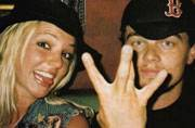 Viral now: Leonardo DiCaprio and Britney Spears in one epic throwback photo