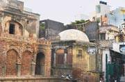 With new constructions around, Nizamuddin Dargah baoli faces threats to its survival
