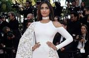 Dosa to Rumali Roti: Sonam Kapoor's red carpet appearance sure kept Twitter hungry