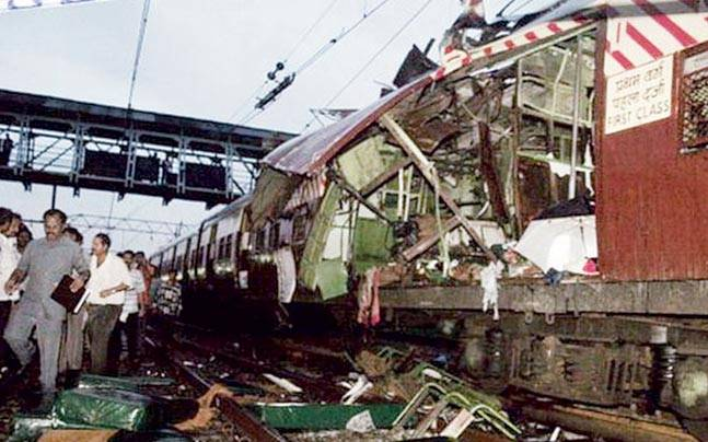 Abdul Wahid Siddibapa (inset) was the mastermind of the 2006 Mumbai serial train blasts. He is believed to be a key sponsor of the Indian Mujhahideen.