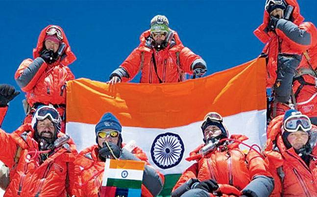 School girls scale Mt Everest