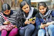 MP govt to distribute smartphones to college students on Aug 8