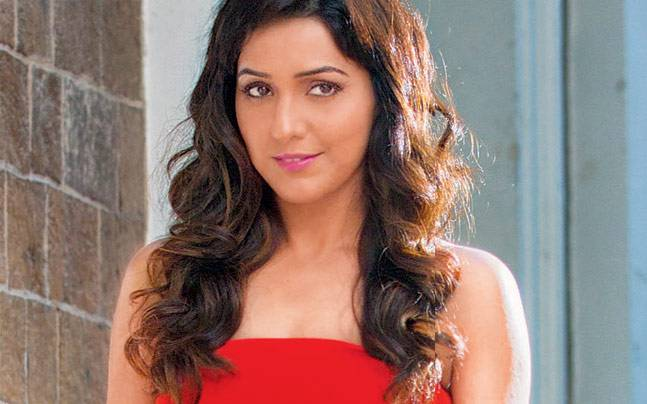 Neeti Mohan has performed with A R Rahman in the US, Canada, UK, Singapore, Europe and India.