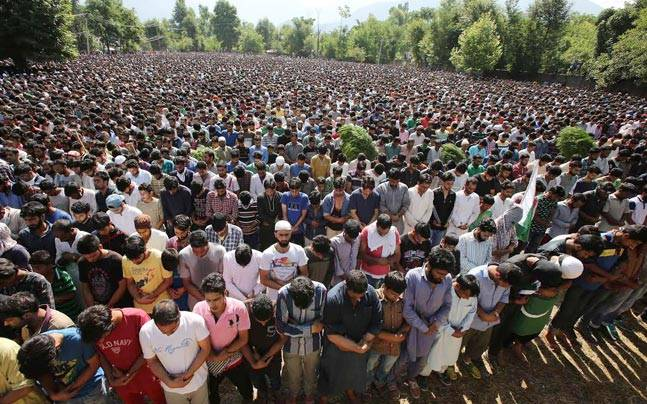 Burhan Wani's funeral was attended by lakhs.